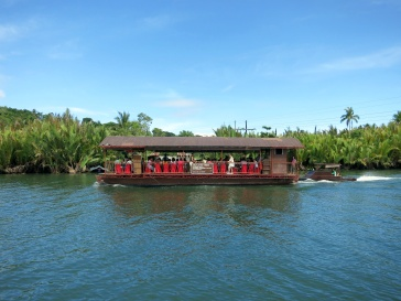 Floating restaurant at Loay River